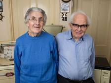Bejaard echtpaar zoekt nieuw huis voor werkende droger uit 1956