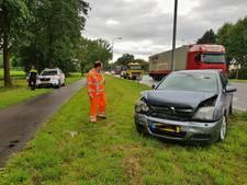 Vrouw wordt onwel achter het stuur en botst op auto in Oisterwijk