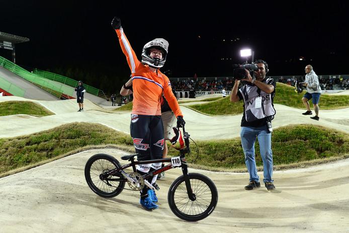 Laura Smulders, hier na haar zege op het WK, won dit weekend twee keer goud op het NK.