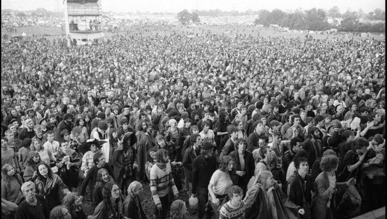 Publiek op het Glastonbury Festival. Beeld null