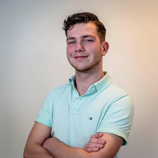 De Schiedamse scholier Mats Nelisse, zet zich op Instagram af tegen 'linkse indoctrinatie' in het onderwijs.