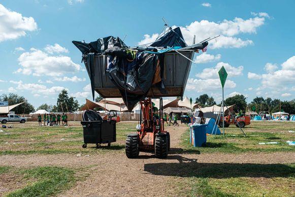 Opruimen van camping Dreamville op Tomorrowland.