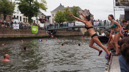 """Honderd Mechelaars springen na vier jaar weer in Dijle: """"Morgen hopelijk geen uitslag"""""""
