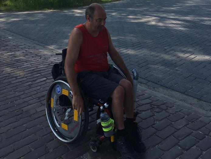 Christiaan Mensinga vertrekt zaterdag vanuit Sluis per rolstoel naar Groningen.