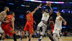 VIDEO. Houston boekt eerste thuiszege - LeBron lijkt bij LA Lakers antiheld te worden maar zet fout recht met dunk