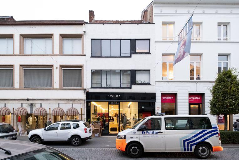 MECHELEN - in een appartement boven Sisera in de Graaf van Egmontstraat werd een vrouw vermoord.