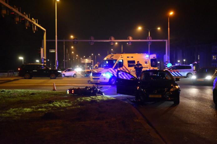 Motorrijder gewond bij botsing met auto in Almelo.
