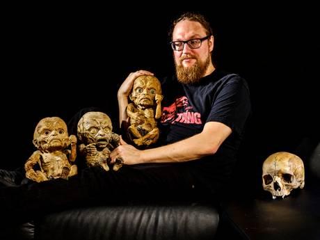 Bram (35) bevangen door horrorfilms: 'Schedels hebben voor mij iets romantisch'