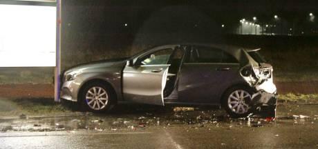 Mercedes in puin gereden tijdens plaspauze in Harderwijk