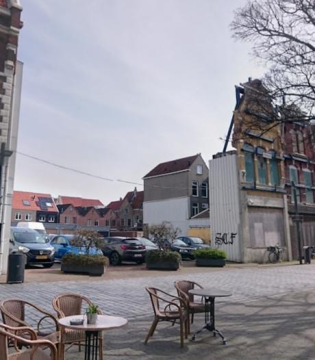 Inloop over het gat met de loze gevels aan de Kleine Markt