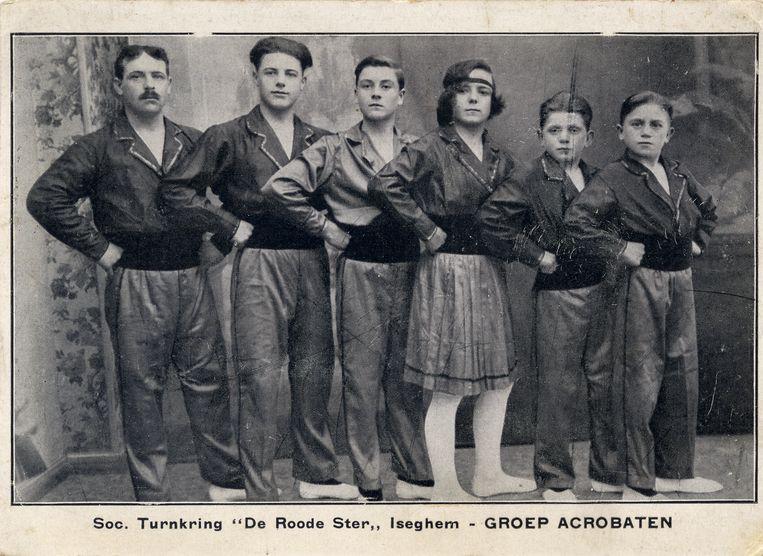 Een foto uit de oude doos: turners van De Roode Ster' in 1924, toen ze nog in de Nederweg trainden.