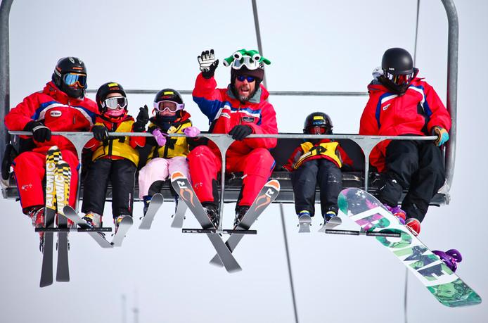 Kinderen die uit de skilift vallen zijn de schrik van elke ouder.