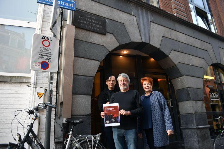 Voormalig schepen en auteur Jaak Brepoels beschrijft de Leuvense gebeurtenissen naar aanleiding van de strijd voor algemeen enkelvoudig stemrecht in een cahier van Salsa!.