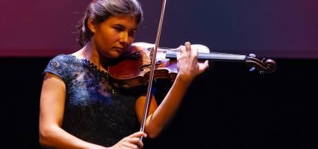 Iris van Nuland wint Prinses Christina Concours in haar leeftijdscategorie. 'Een leeuw op de viool'