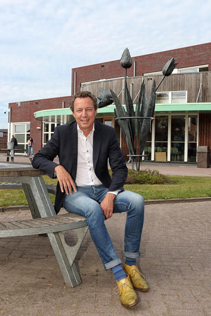 Patrick van der Pijl voor het Steenspilgebouw.