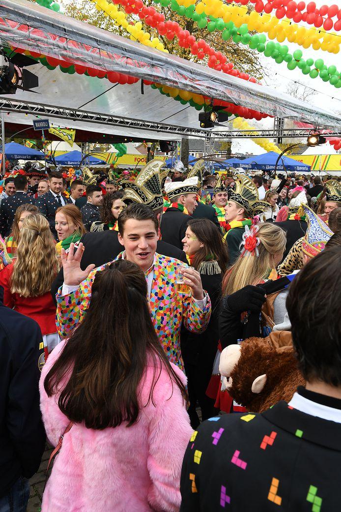 In totaal kwamen er 2400 man af op het feest.