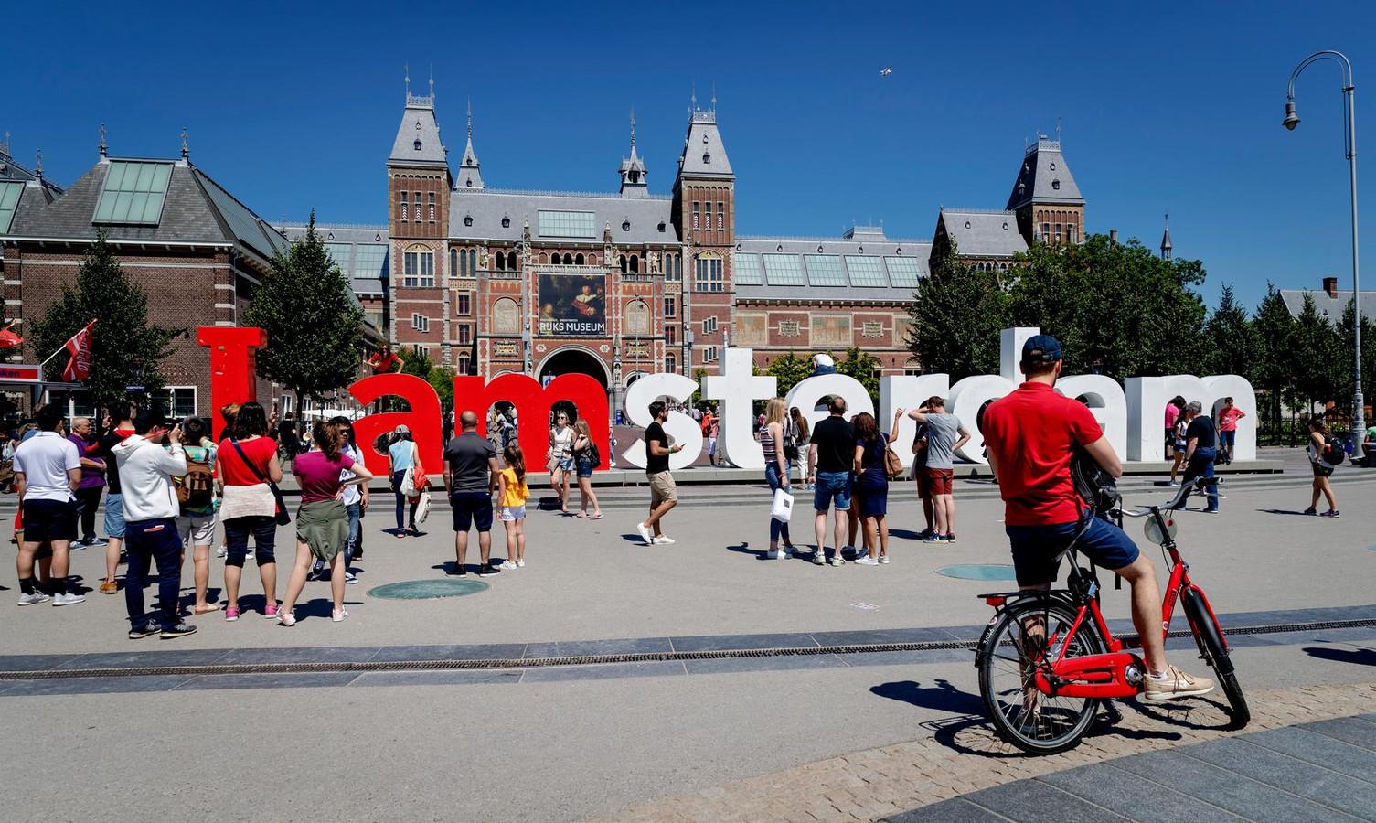 Het logo 'I amsterdam' op het Museumplein.