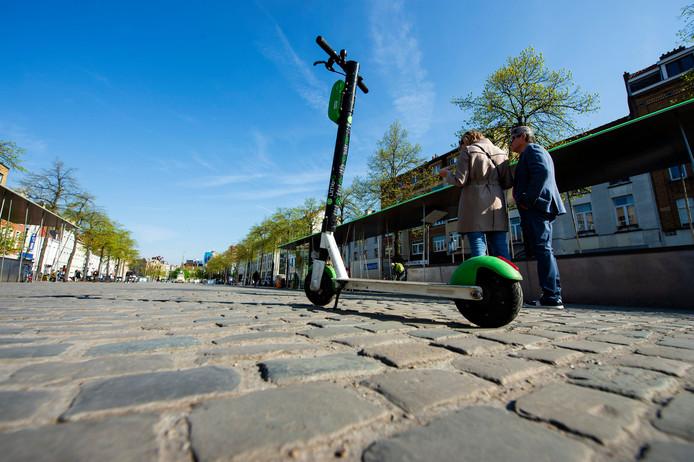 Une trottinette en libre-service à Bruxelles.