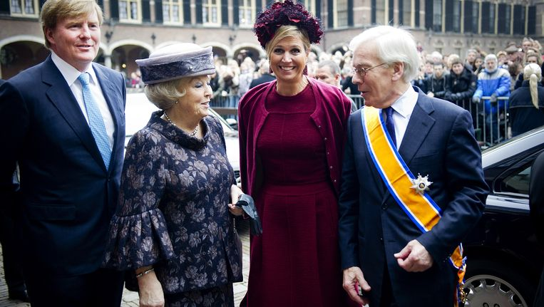 Koningin Beatrix, prins Willem-Alexander, prinses Máxima en Herman Tjeenk Willink na het afscheid van Tjeenk Willink als vice-president van de Raad van State. Beeld ANP