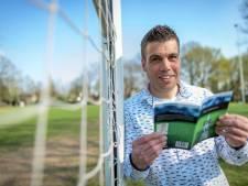 Enschedeër komt met boek over amateurvoetbal: 'Ook met motoriek van lantaarnpaal is spelletje leuk'