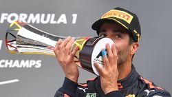 """Ricciardo heeft tip voor geplaagde Verstappen: """"Doe aan voorspel met je auto"""""""