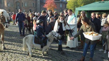 Willy Naessens gespot op Sint-Hubertusviering