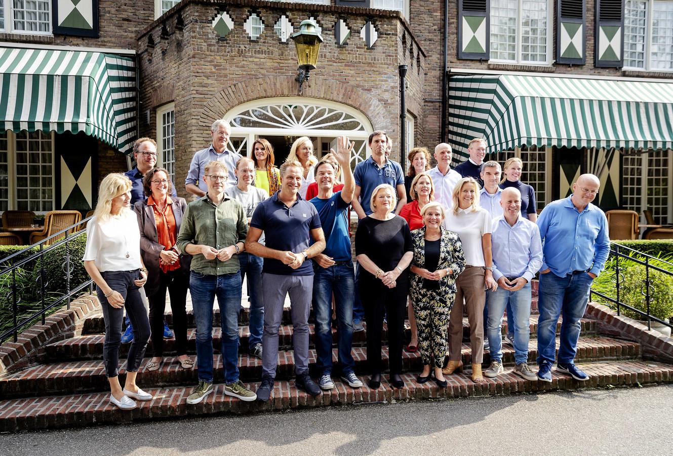 Ministers en staatssecretarissen in Hotel Bos en Ven tijdens de traditionele heidag van het kabinet. Het Brabantse hotel deed in het laatste jaar van de Tweede Wereldoorlog dienst als zenuwcentrum voor het toenmalige kabinet.