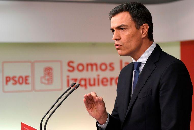Pedro Sánchez van de PSOE hoopt vrijdag Rajoy tot ontslag te kunnen dwingen en hem te kunnen opvolgen.