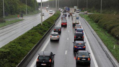 Vlaamse regering onderzoekt derde rijstrook op Limburgse snelwegen