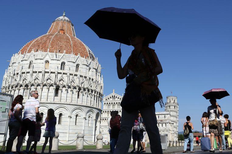 Steekt de scheve toren straks uit het water? De beroemde Piazza del Duomo in Pisa loopt komende eeuw een groot risico op beschadiging door overstroming, denken klimaatexperts.  Beeld null