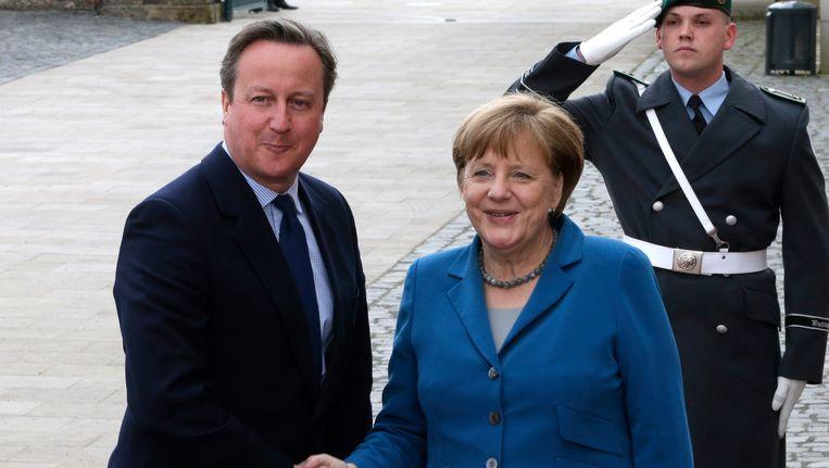 David Cameron en Angela Merkel willen liefst opnieuw zelf de Europese Commissievoorzitter kiezen.