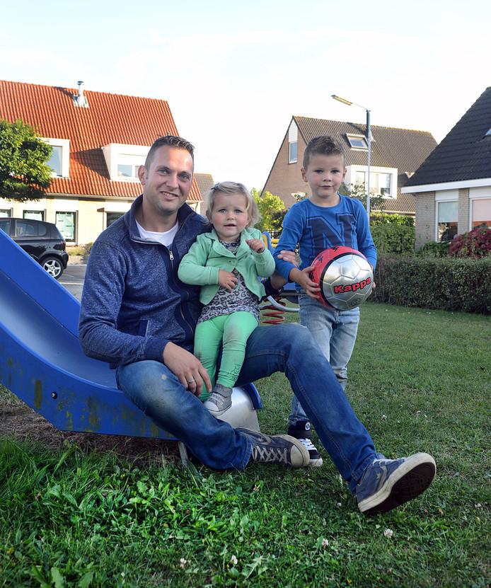Bouke Pieper met zijn kinderen.