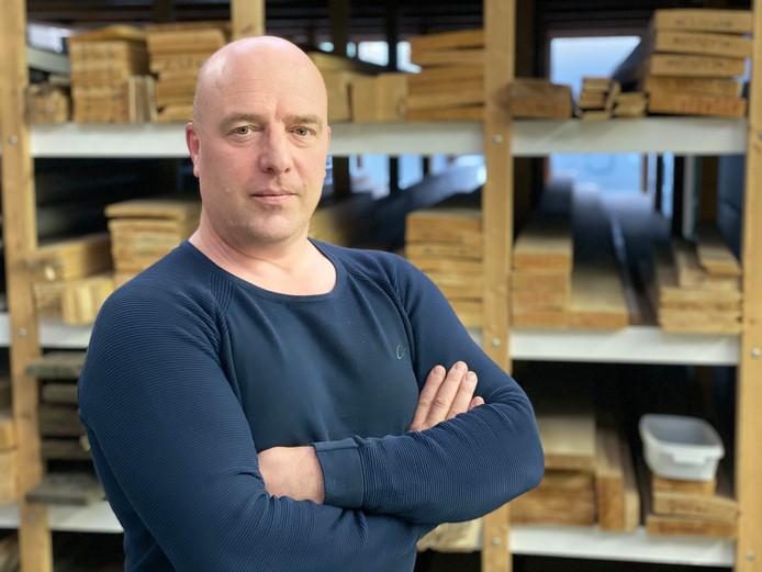 Ondernemer Johan Vos (50) stapte tot zijn grote tevredenheid over van een papieren administratie naar een digitaal systeem.