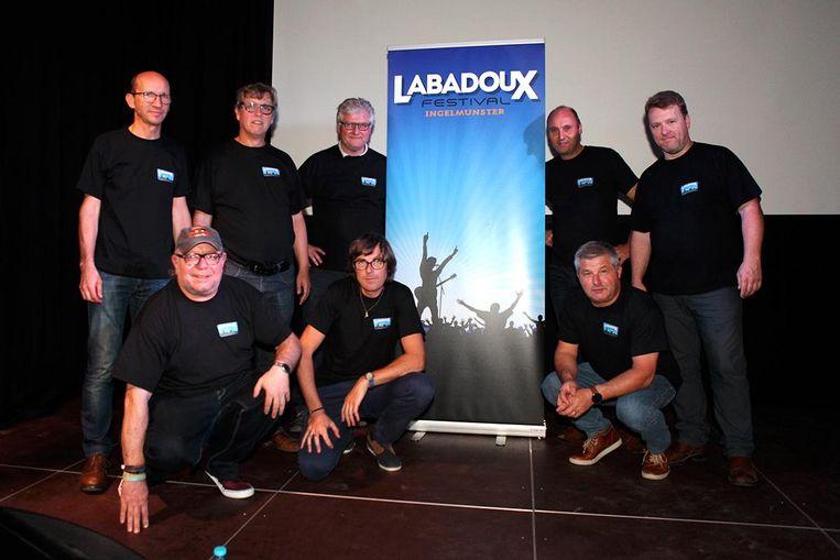 De werkgroep van Labadoux bij het nieuwe logo.