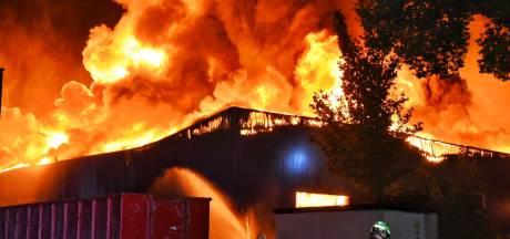 Zeer grote brand woedt in meerdere bedrijven industrieterrein Tilburg, NL-Alert afgegeven