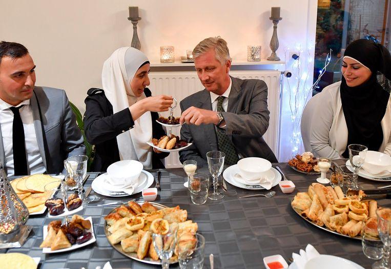 Ook koning Filip nam vorig jaar deel aan een iftarmaaltijd.