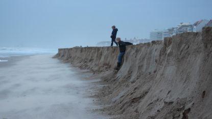 Kliffen tot twee meter hoog door zware storm
