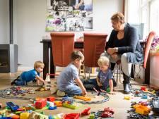 Jan en Martje van den Berg uit Beek en Donk namen een nanny in huis: 'Dino' Marion vouwt ook wel 'n wasje