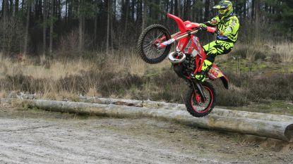 Politie 'vangt' motorcrossers met val in bos
