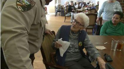 Amerikaanse vrouw krijgt arrestatie cadeau voor 100ste verjaardag