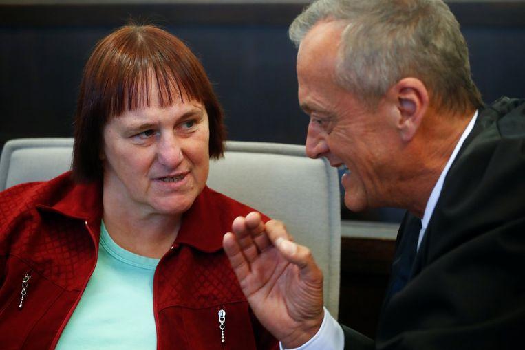 Angelika Wagener in gesprek met haar advocaat Peter Wueller.