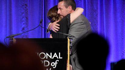Adam Sandler moet tranen verbijten tijdens hereniging met Drew Barrymore