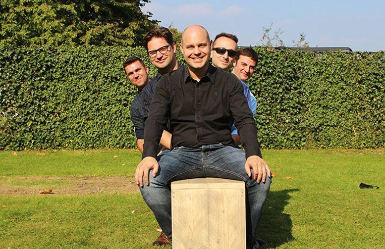 De muzikanten van Wolix: Stijn en Dries Willockx, Gerd De Coensel, Karl Heyman en Davy De Wolf.