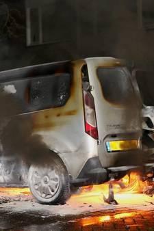 VIDEO: Auto's uitgebrand in Den Bosch, Vlijmen en Oss, brandstichting onderzocht