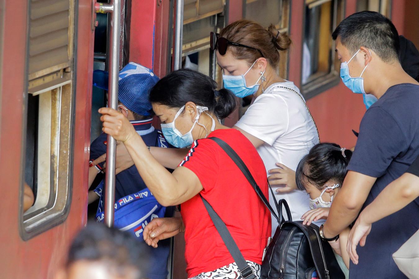 Een groep Chinezen met maskers tegen het coronavirus.