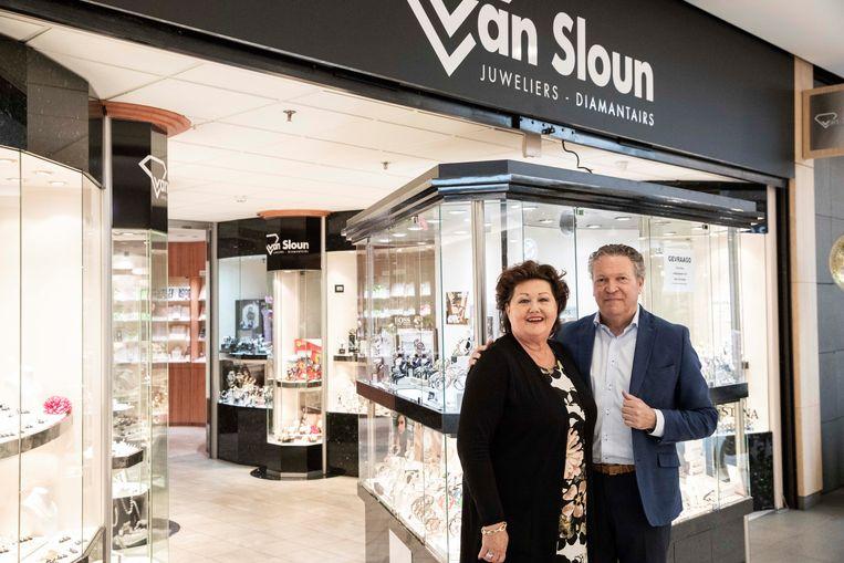 Math Claassens en zijn vrouw Ingrid Van Sloun baten een juwelierszaak uit in het jarige shoppingcenter.