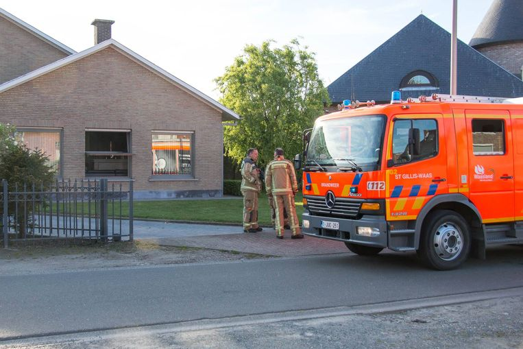 De brandweer verluchtte de woning nadat het vuur geblust was.