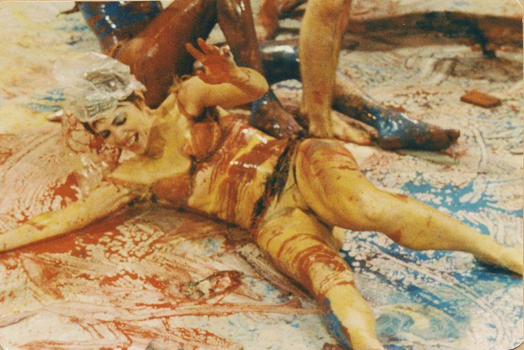 Carolee Schneemann's performance Meat Joy uit 1964. Beeld Carolee Schneemann/Artist Rights Society (ARS), New York