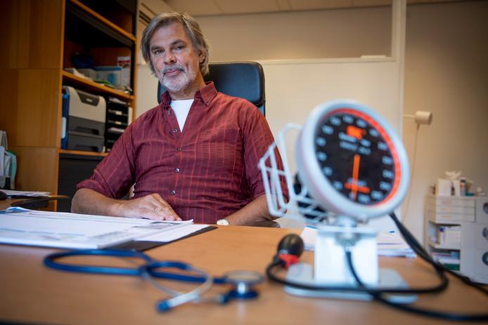 Huisarts Cees Jansen uitte deze week zijn zorgen over het psychische welzijn van buitenlandse studenten op de UT.