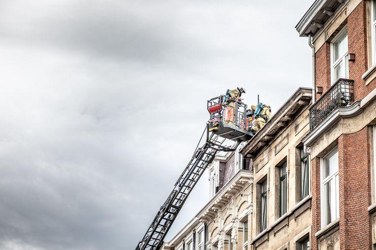 De brandweer moest even zoeken naar de brandhaard.